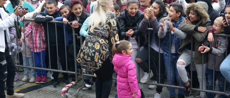Ani déšť nezastavil hrdé Romy v oslavě Mezinárodního dne Romů vOstravě.